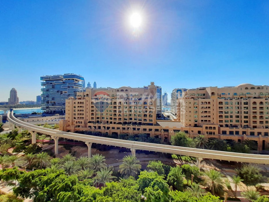 Community Expert | Key in Hand | Upgraded - Al Hamri, Shoreline Apartments, Palm Jumeirah, Dubai