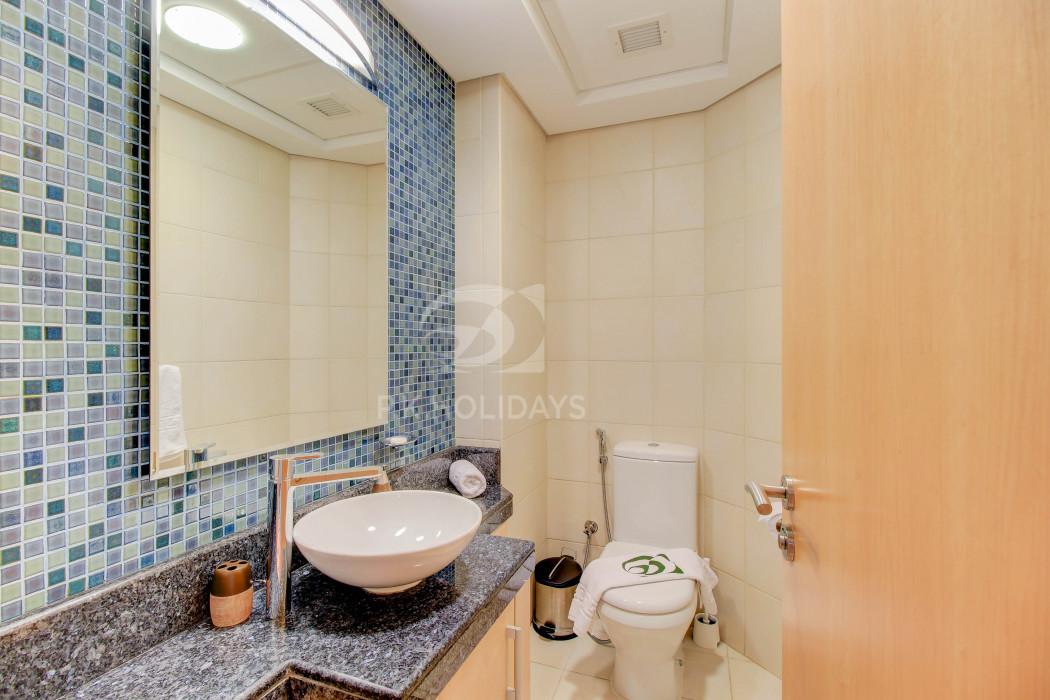 Spacious Apartment  FREE Access to Riva Beach Club, Al Haseer, Shoreline Apartments, Palm Jumeirah, Dubai