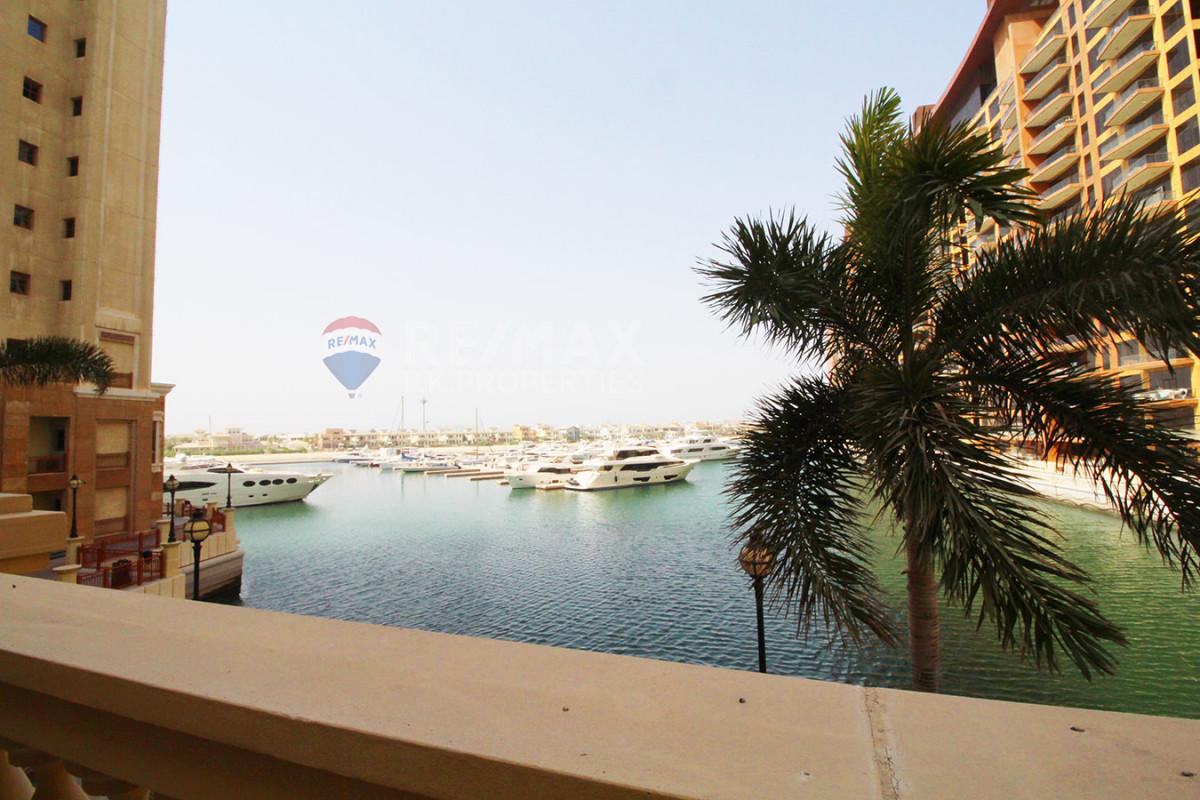 Upgraded | Sea View | Vacant | Private Garage - Marina Residences 6, Marina Residences, Palm Jumeirah, Dubai