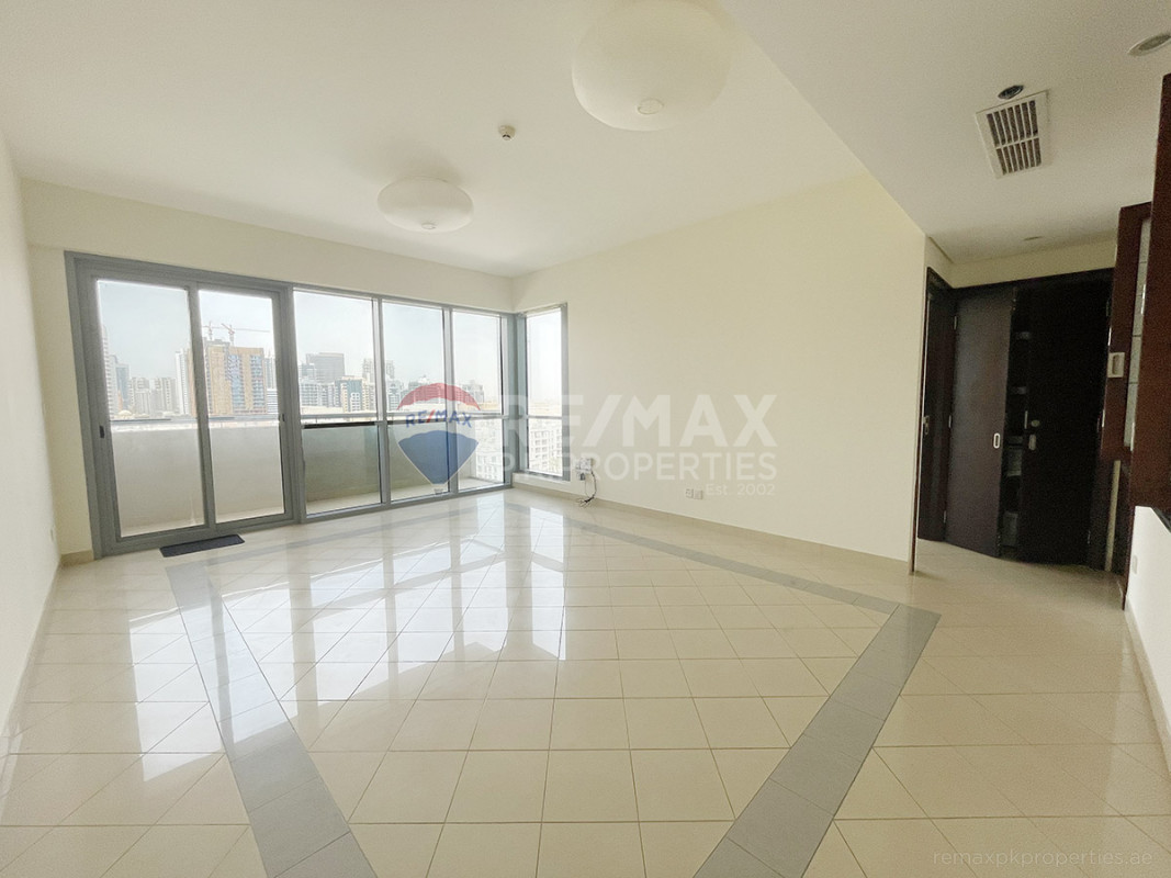 Chiller Free | Canal + City View | Vacant Today - Golf Tower 2, Golf Towers, The Views, Dubai