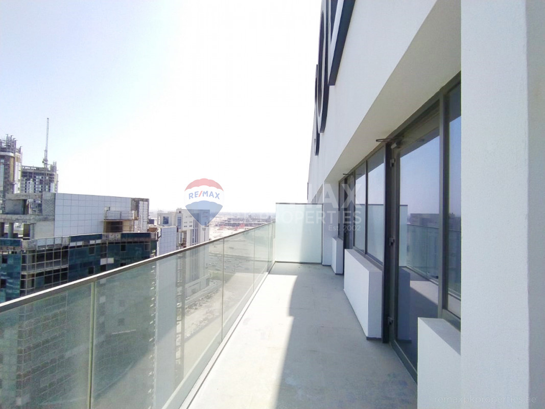 Great Roof top 1BHK | New | Outstanding View - SOL Avenue, Business Bay, Dubai