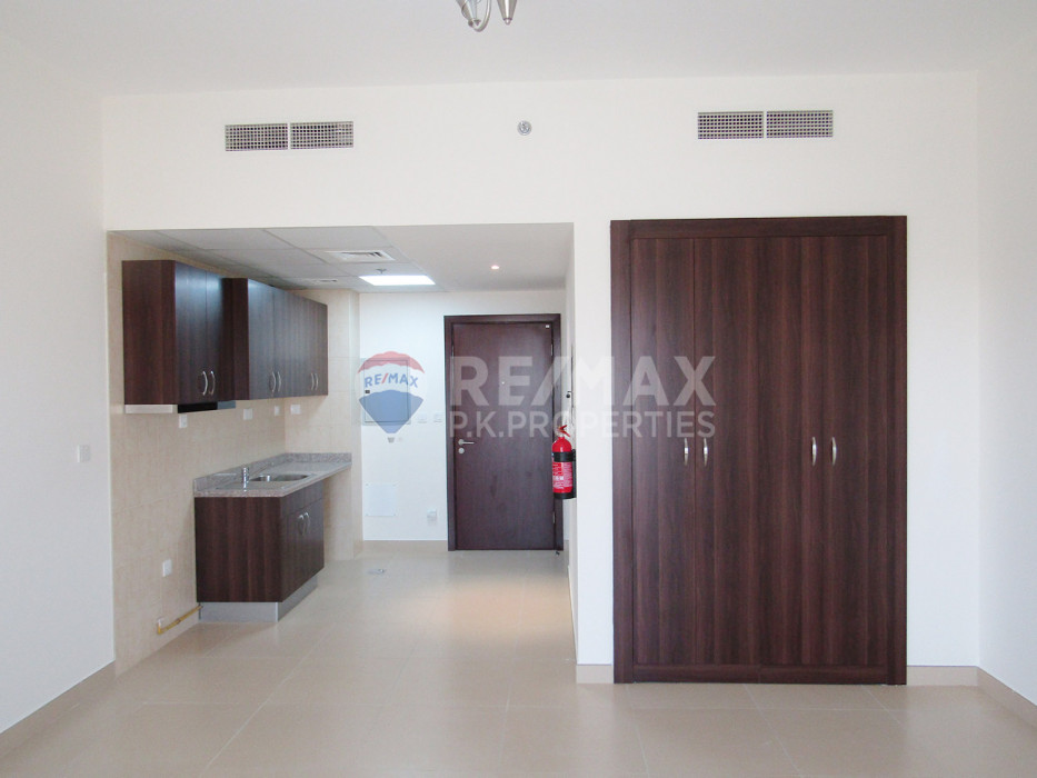 Exclusive! Bright Studio with Balcony & Stadium view - Stadium Point, Dubai Sports City, Dubai